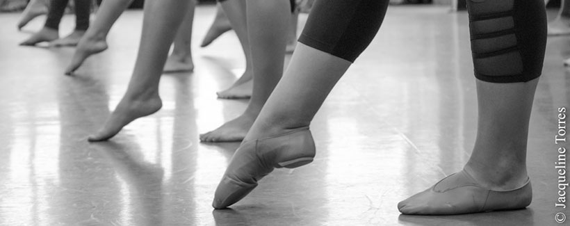 dancers feet in the toe point position.